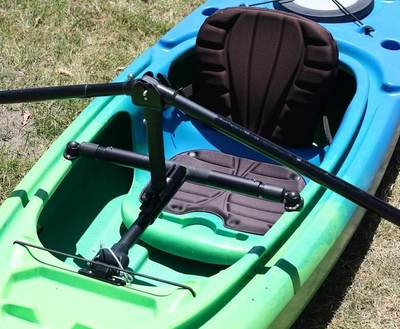 Closeup view of the Angle Oar paddling system mounted in a kayak