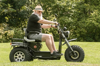 Side View: Man with long white beard test drives the new Daymak Boomerbeast 2.