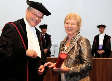 Professor Cor Cremers presents Sue with her doctorate