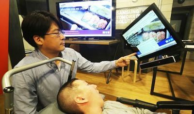 Hyung-Jin Shin, a graduate student who has worked with Samsung to develop the EYECAN+, is demonstrating how this new eye-tracking mouse is working. Photo: Samsung