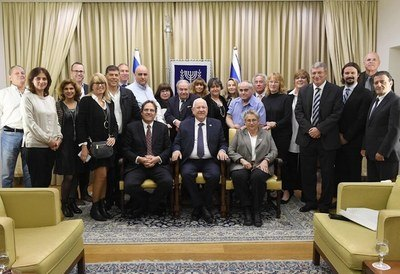 President of Israel Reuven (Rubi) Rivlin, First Lady Nechama Rivlin and the President and Founder of the Athena Fund, Uri Ben-Ari, with the Fund's directors and partners, at the ceremony awarding certificates of excellence to special education teachers and kindergarten teachers held at the President's Residence (Photo: Mark Neyman/GPO).
