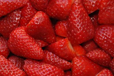 The consumption of strawberries lowered levels of bad cholesterol and triglycerides in an experiment with volunteers. Photo Credit: SINC